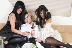 Amis d'Elegants à une réception d'an neuf Images stock