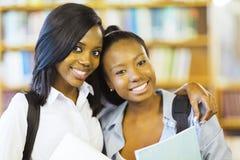 Amis d'université d'afro-américain Photographie stock libre de droits
