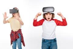 Amis dans des casques de réalité virtuelle Photo stock