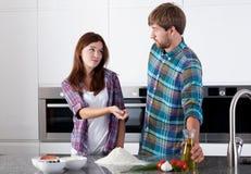 Amis dans la cuisine Photo stock