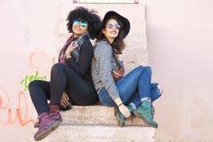Amis dans la rue Photographie stock