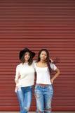 Amis dans la rue Images stock