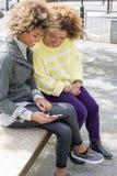 Amis dans la ville Photo libre de droits
