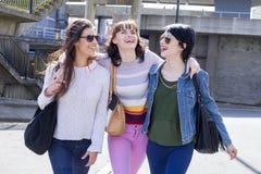 Amis dans la ville Photo stock
