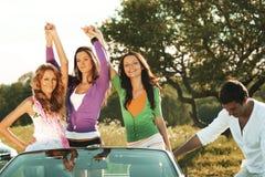 Amis dans la voiture Image stock