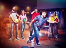 Amis dans le bowling Image stock