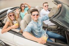 Amis dans le cabriolet Photo libre de droits