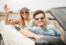 Amis dans le cabriolet Photographie stock libre de droits
