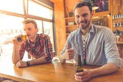 Amis dans le café Photographie stock libre de droits