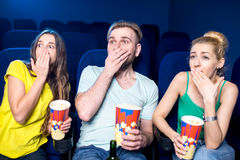 amis dans le cinéma Images libres de droits
