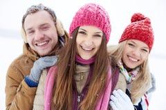 Amis dans le hiver-usage Images libres de droits