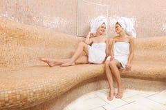Amis dans le sauna turc Photographie stock libre de droits