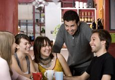 Amis dans un café Photos stock