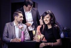 Amis dans un restaurant Image stock