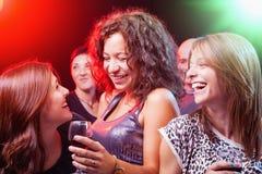 Amis dansant à la partie Image libre de droits