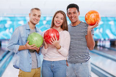 Amis de bowling Photos stock