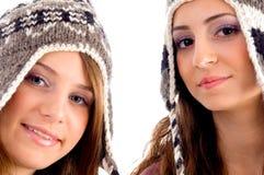 amis de capuchon deux jeunes de laine s'usants Photographie stock