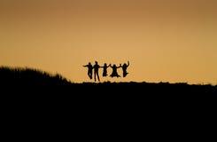 Amis de coucher du soleil Images stock