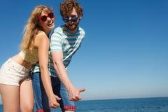Amis de couples montrant le pouce vers le haut du geste Photos libres de droits