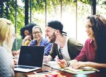 Amis de diversité faisant un brainstorm le concept de réunion de travail d'équipe Photographie stock libre de droits