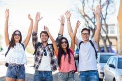 Amis de hanche triomphant avec les bras augmentés Image libre de droits