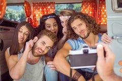 Amis de hippie dans un camping-car Photos libres de droits