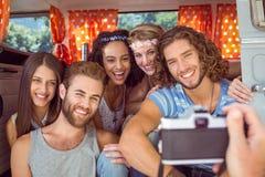 Amis de hippie dans un camping-car Photo libre de droits
