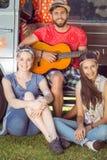 Amis de hippie en leur camping-car Photos stock