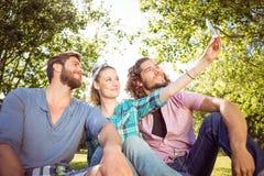 Amis de hippie prenant un selfie Photographie stock