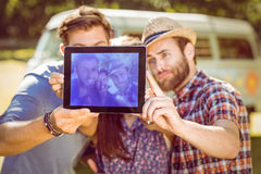 Amis de hippie prenant un selfie Image stock