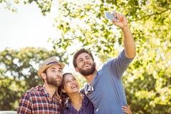 Amis de hippie prenant un selfie Image libre de droits
