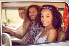 Amis de hippie sur le voyage par la route Image stock