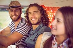 Amis de hippie sur le voyage par la route Images stock