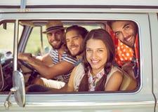 Amis de hippie sur le voyage par la route Image libre de droits