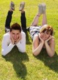 Amis de l'adolescence d'été heureux Image stock