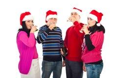 Amis de Noël buvant du champagne Photos stock