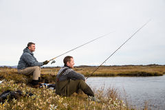 Amis de pêche images libres de droits