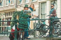 Amis de sourire à Amsterdam Image libre de droits