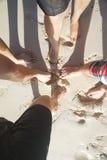 Amis des vacances de plage Photographie stock libre de droits