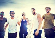 Amis divers d'été de plage collant le concept Images stock