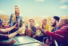 Amis divers de personnes traînant le concept de bonheur Photos libres de droits