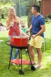 Amis divers parlant sur le barbecue Photos stock