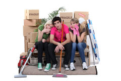 Amis déménageant la maison Photos libres de droits