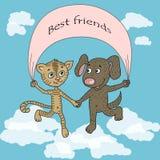 Amis drôles et mignons de chiot et de chaton sautant sur des nuages Photographie stock libre de droits