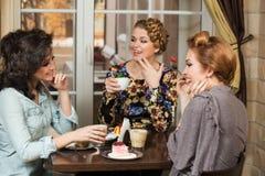 Amis en café Photographie stock libre de droits