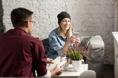 Amis en café Photo libre de droits
