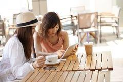 Amis en café Photographie stock