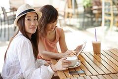 Amis en café Photo stock