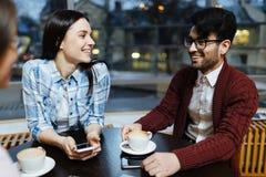 Amis en café Photos libres de droits