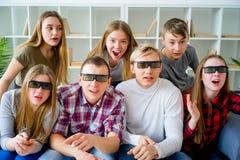 Amis en verres 3D Photographie stock libre de droits
